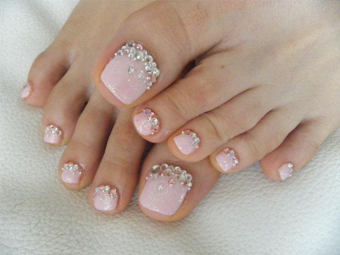 Decorações com aplicações nas unhas dos pés