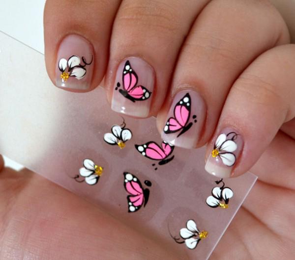 unha com adesivo de borboleta