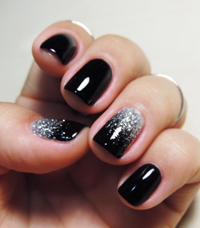 unhas pretas com brilho prata