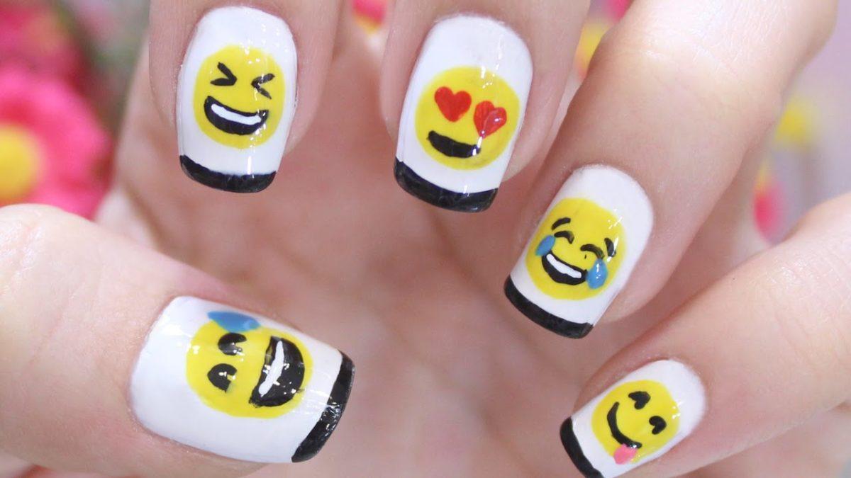 Unhas com emoji