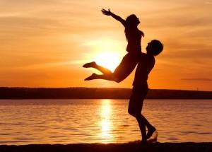 Dia dos namorados: Como não errar no presente, comemorar à distância e muito mais nesta data especial!