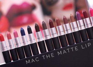 Batons Mac: Veja as principais cores e acabamentos e mais!