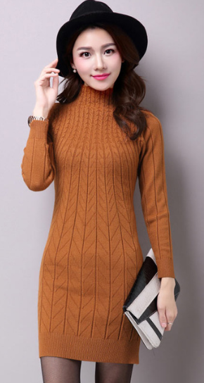 mulher usando vestido de inverno de lã bege para festa