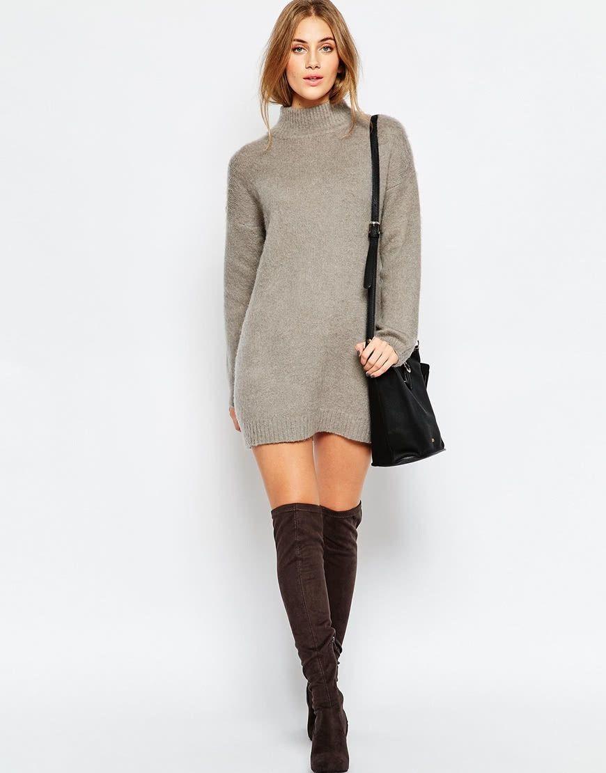 mulher usando vestido de lã curto para o frio com bota over knee