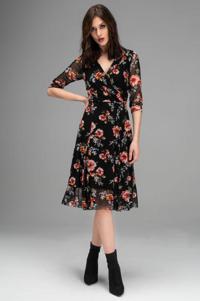 mulher usando vestido de frio 2019 com flores