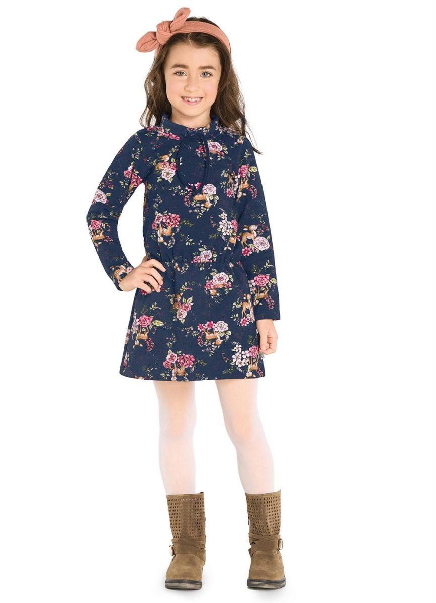 menina usando vestido de frio infantil
