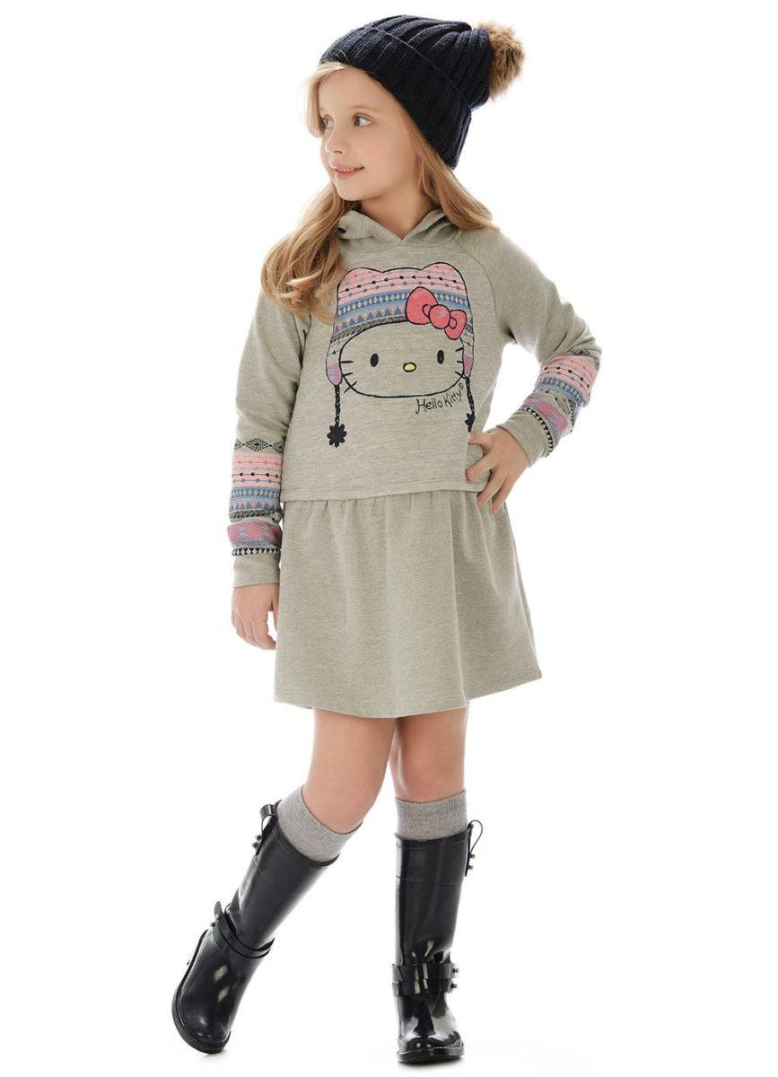 menina usando vestido de inverno infantil