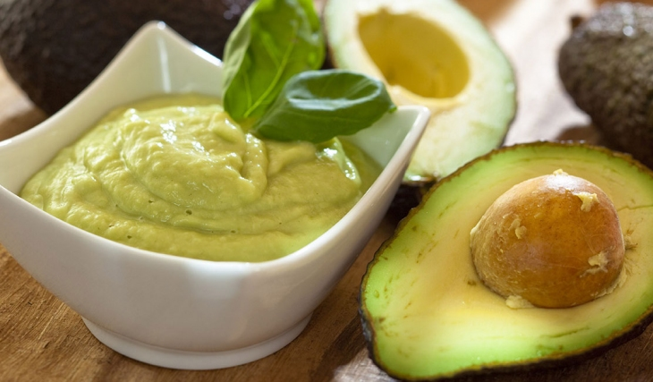 Abacate: vantagens e cuidados com essa poderosa fruta