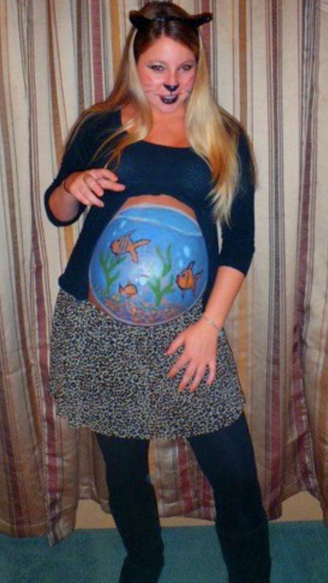 mulher usando fantasia de carnaval para gravida de gato e aquario