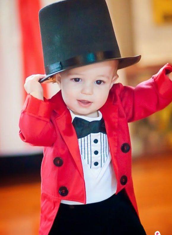 bebe usando fantasia de carnaval para bebes de mágico