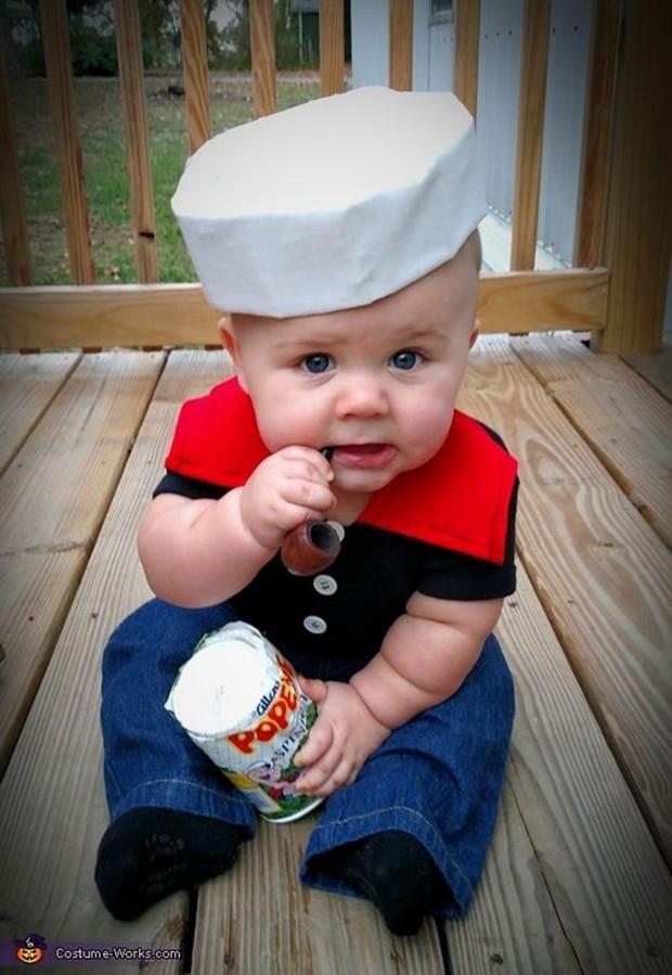 bebe usando fantasia de carnaval para bebês de marinheiro