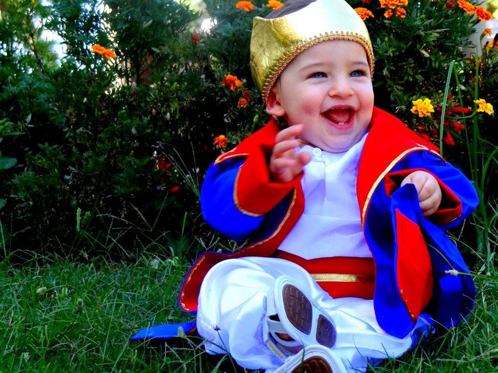 bebe usando fantasia de carnaval para bebe do pequeno principe
