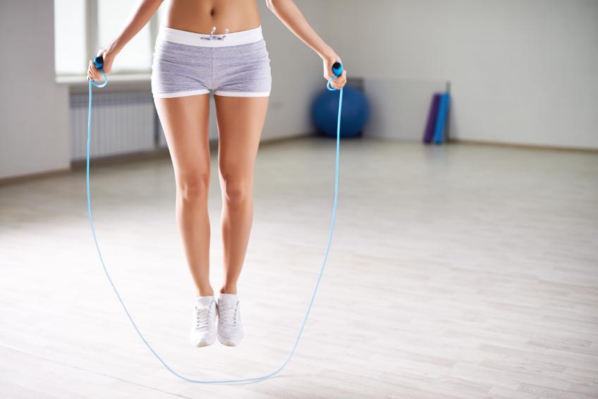 exercícios para queimar calorias pular corda