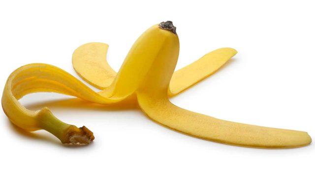 tirar Manchas na perna com casca de banana