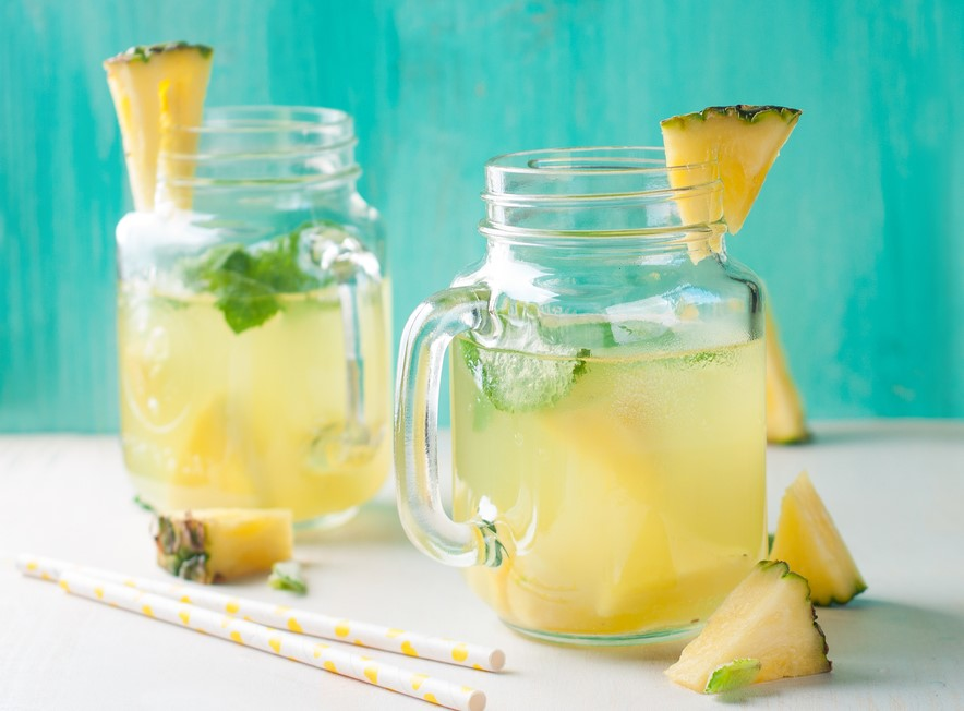 Água aromatizada de abacaxi