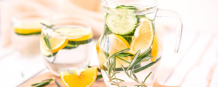 Água aromatizada com alecrim