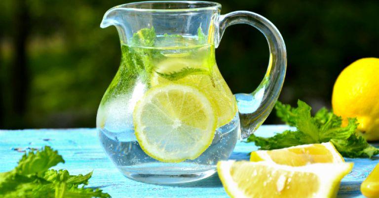 Água aromatizada de limão