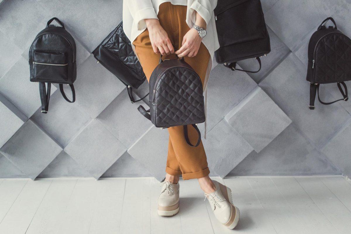 mochila de couro preta