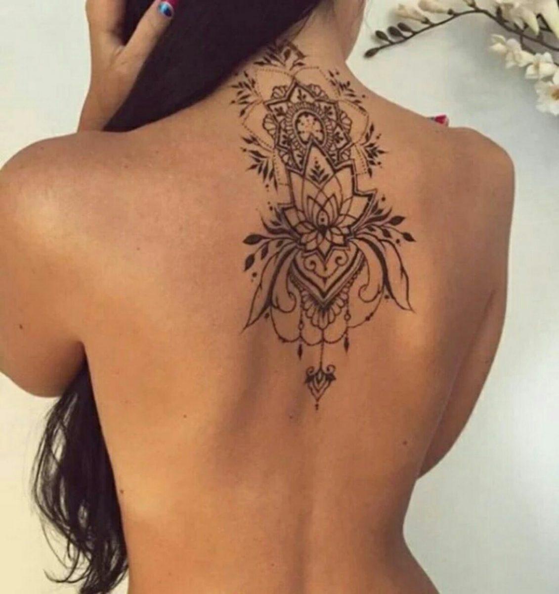 Tatuagem nas costas lotus com mandala