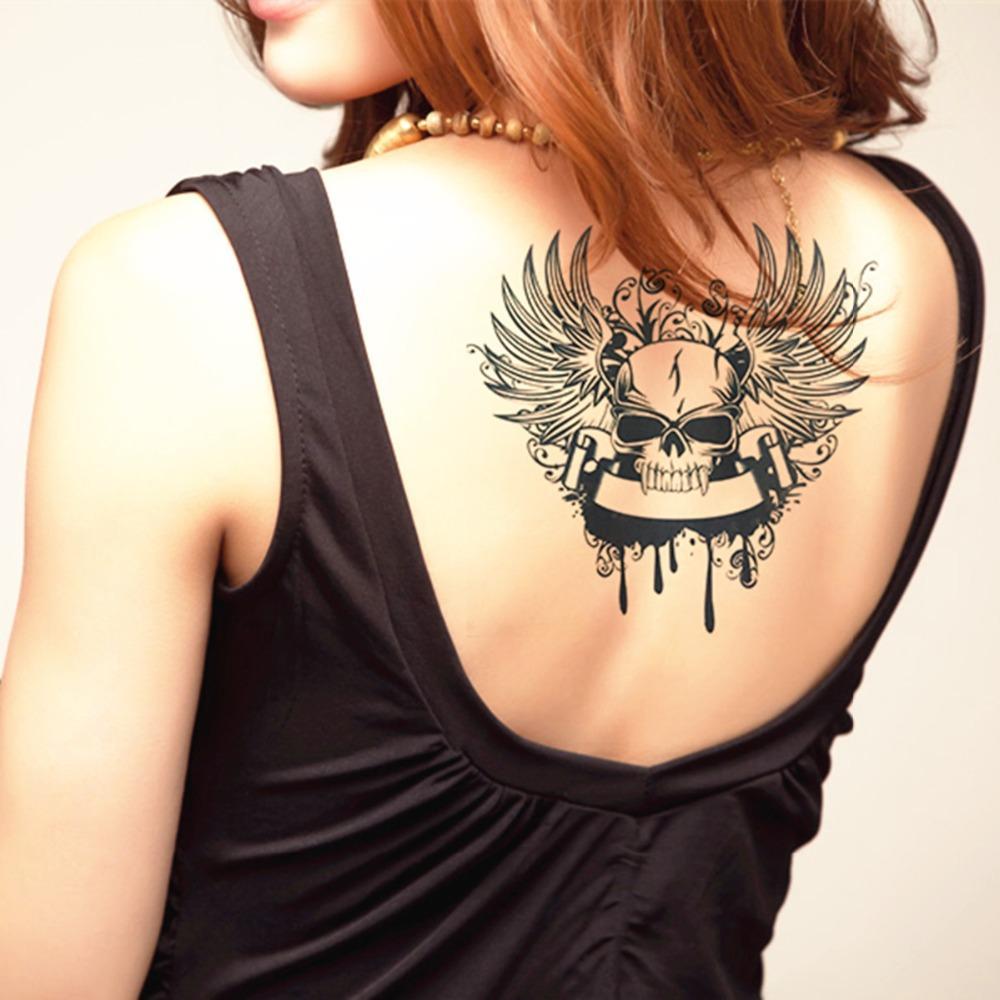 tatuagem feminina nas costas