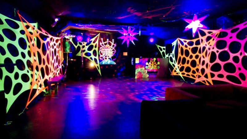 Festa neon: Como fazer? Tire todas as suas dúvidas para uma festa de sucesso!