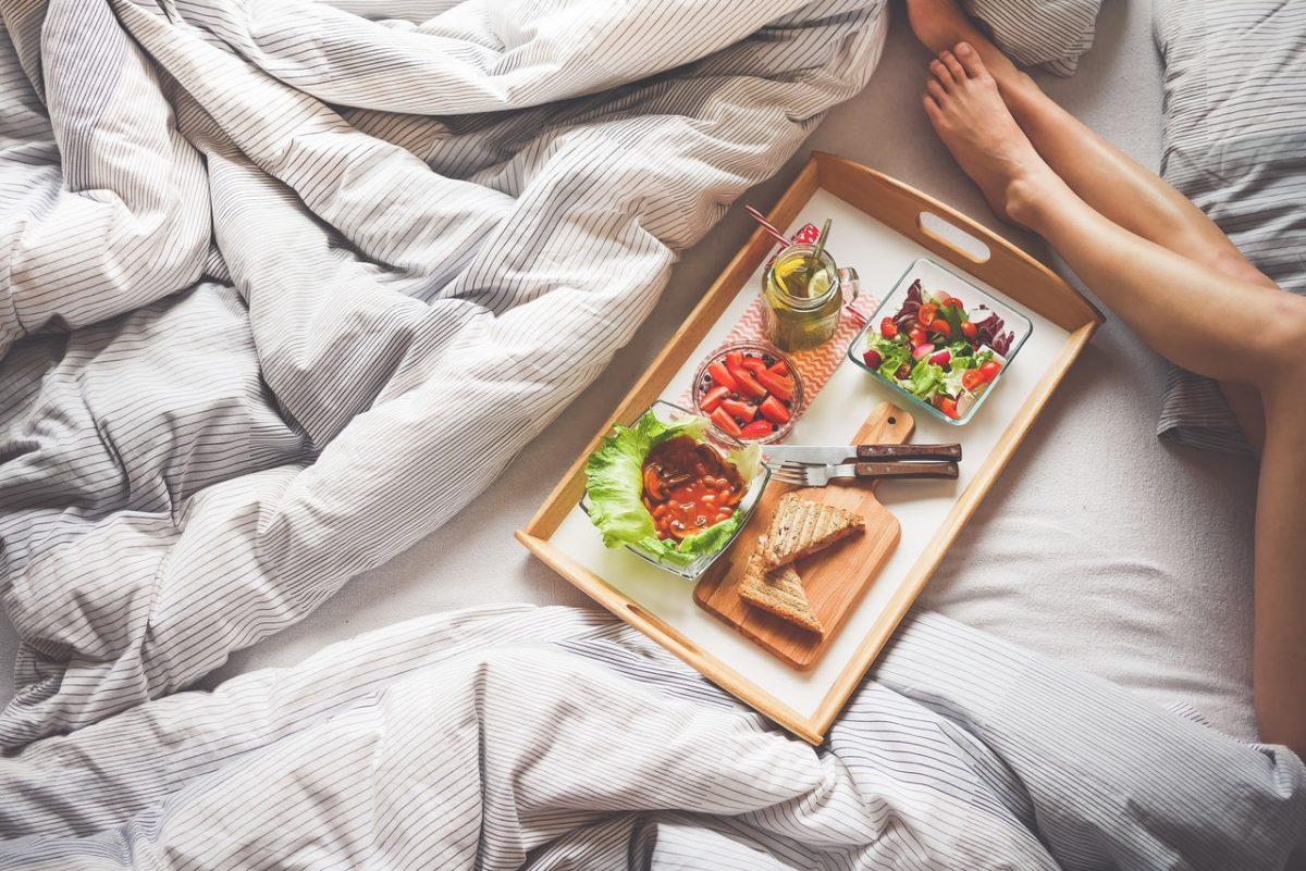 surpreender parceiro café na cama