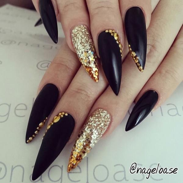 unha stiletto black