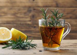 Chá de alecrim: Para que serve? Conheça os benefícios incríveis da planta!