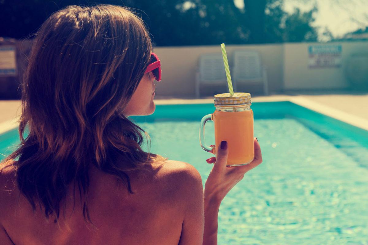 cuidados com cabelo na praia e piscina
