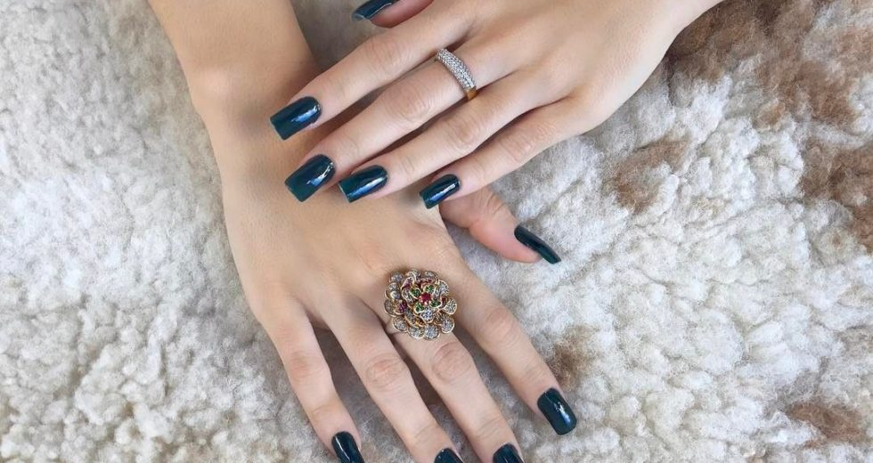 Unhas de porcelana: Decoradas, com tips, acrílica, como cuidar e mais..