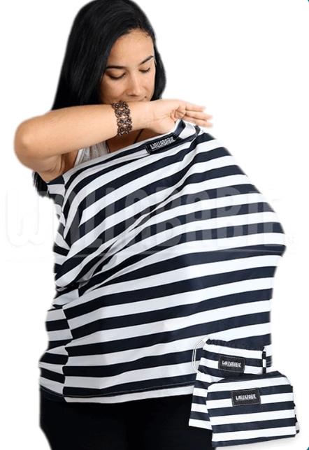 foto de uma mulher usando wallababie para amamentar