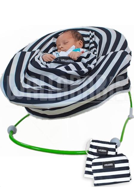 bebê usando wallababie
