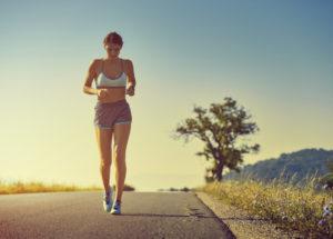 Caminhada emagrece? Será que é melhor que academia e corrida? Saiba os benefícios e mais respostas!