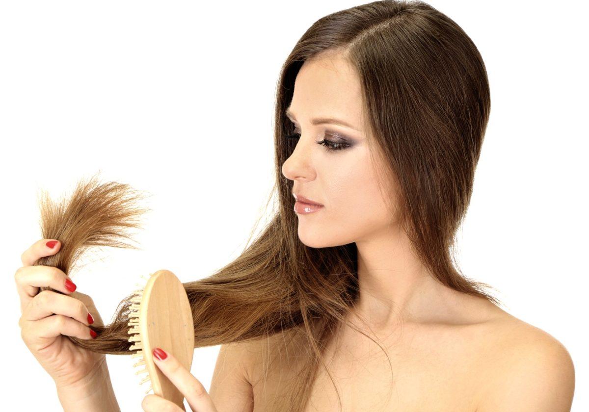 mulher com queda de cabelo para representar a necessidade de usar rogaine