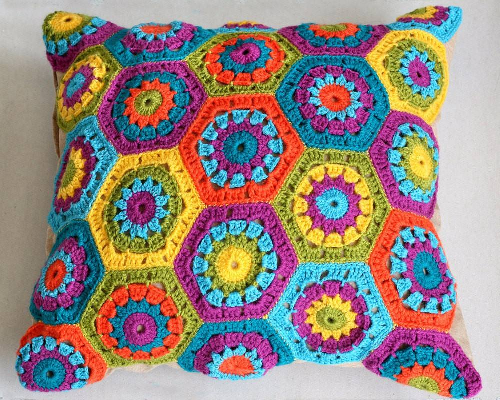 almofadas colorida de crochê