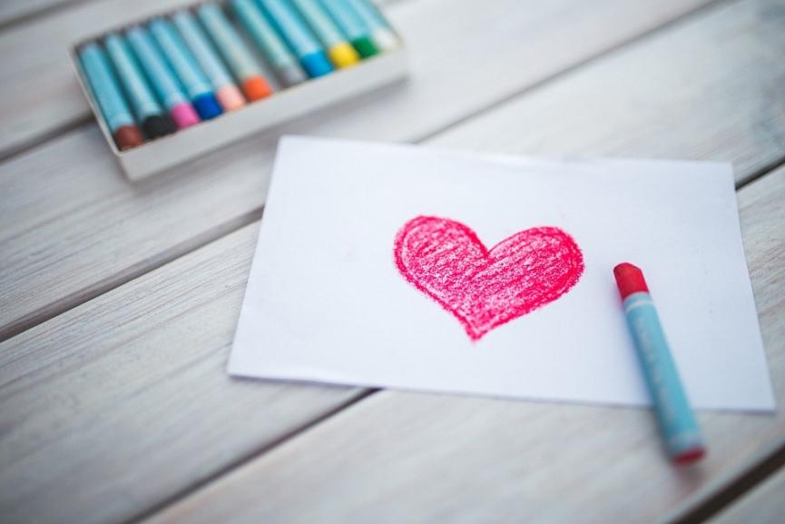 desenho de coração na folha