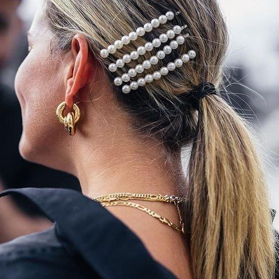 modelo de presilha de cabelo com pérolas
