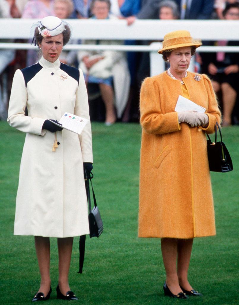 casaco trench coat rainha elizabeth