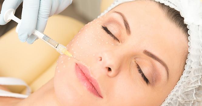 aplicação de ácido no rosto