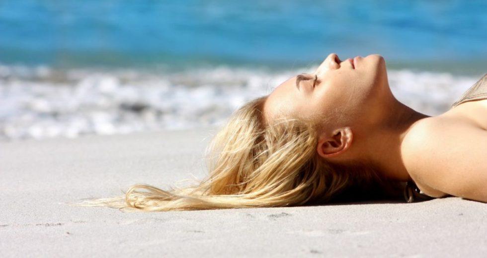 Cuidados com cabelo na praia e piscina: Dicas infalíveis que vão ajudar deixar seus cabelos mais bonitos!